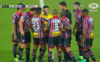 Árbitro Polic expulsó a dos del Sao Paulo cuando perdía 2-1