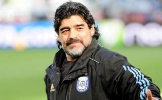 Maradona se ofrece a dirigir gratis la selección argentina