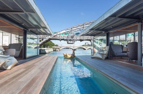 Conoce por dentro el lujoso hotel flotante del río Sena