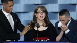 Madre de víctima de masacre en Orlando hace llorar a demócratas
