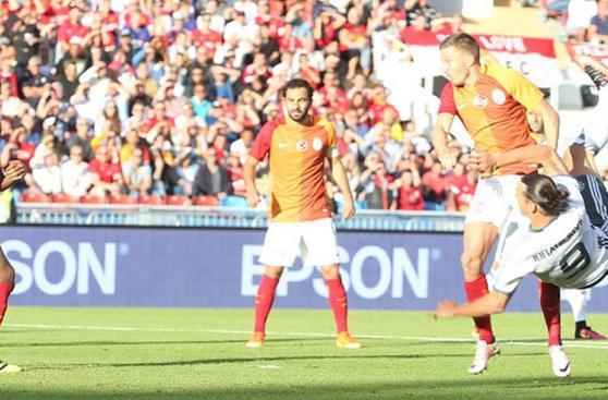 Ibrahimovic y su primer partido en Manchester United [FOTOS]