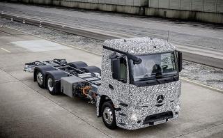 Mercedes-Benz lanzó su camión eléctrico urbano