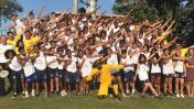 Usain Bolt inspira a niños de favela mientras entrena en Río