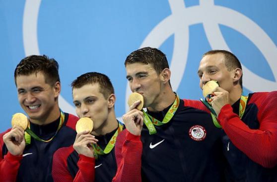 Michael Phelps y su celebración por presea de oro en Río 2016