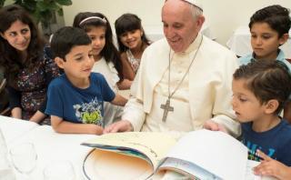 Papa Francisco almuerza con 21 refugiados sirios en su casa