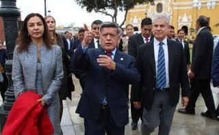 César Acuña viajará a España por irregularidades en su tesis