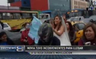 #NiUnaMenos: novia tuvo que ir a su boda en moto por marcha