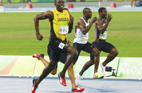 Usain Bolt debutó en 200 metros y avanzó a semis 'trotando'