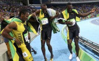 Usain Bolt: divertido baile grupal al ganar 4x100m en Río 2016