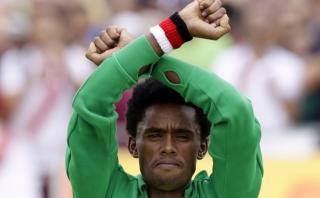 Etiopía no perseguirá al maratonista que protestó en Río 2016
