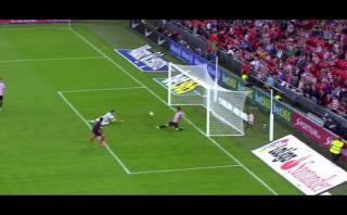 Luis Suárez casi anota pero defensa evitó gol en línea del arco