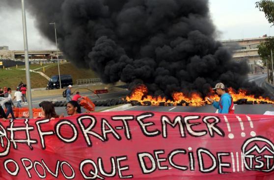 Brasil: Queman llantas en apoyo a Dilma en Sao Paulo [FOTOS]