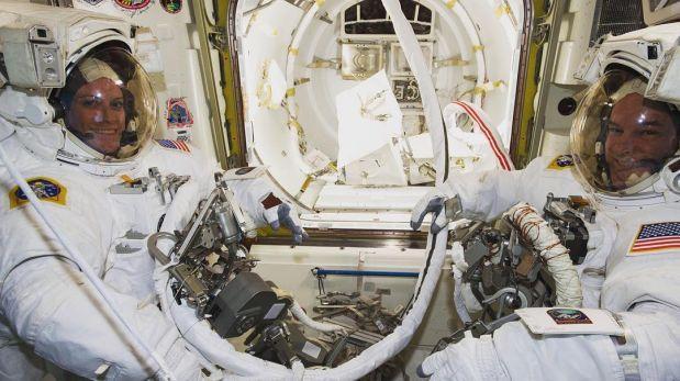 NASA: astronautas cumplen con éxito caminata espacial en la ISS