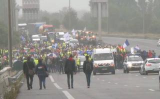 Francia: Comerciantes exigen cierre de campamento de migrantes