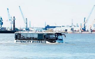 Mira cómo se desplaza el primer bus anfibio de Alemania [VIDEO]