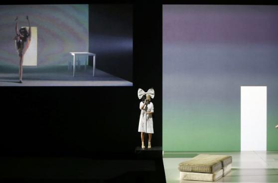 Sia y Maddie Ziegler cerraron la presentación del iPhone 7