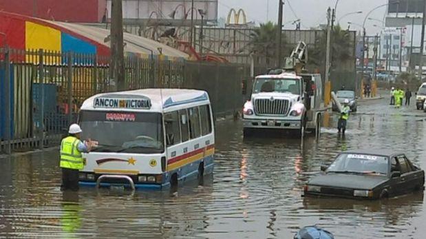 Aniego en Independencia: Sedapal empezó a drenar vías inundadas