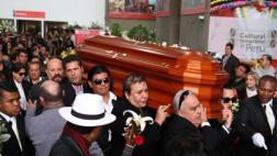 Ricky Tosso: familia lo despidió con aplausos en cementerio