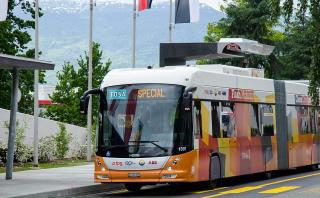 Mira cómo se carga un bus eléctrico en 15 segundos [VIDEO]
