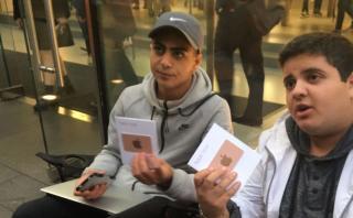Acampó dos días por el iPhone 7 Plus pero no lo tendrá