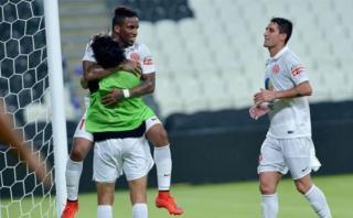 Jefferson Farfán marcó en debut de la Liga Árabe del Golfo