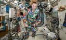 Astronauta de la NASA lució traje pintado por niños con cáncer