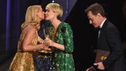 Emmy: Sarah Paulson ganó y celebró su amor por Holland Taylor