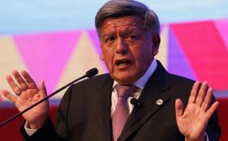 César Acuña en contra de fallo que permite reducción de sueldos