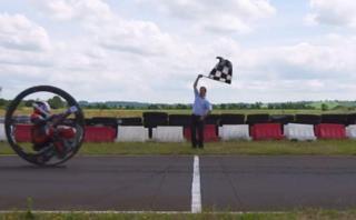 Conoce a la moto de una rueda más rápida del mundo [VIDEO]