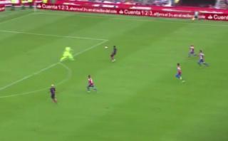 La calidad de Suárez para dejar atrás a arquero y marcar gol