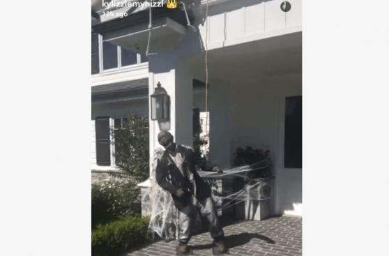 Halloween:La genial forma en la que Kylie Jenner decoró su casa