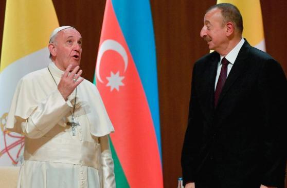 Papa clama no más violencia en nombre de Dios desde Azerbaiyán