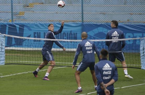 Selección argentina se divirtió en primera práctica en Perú