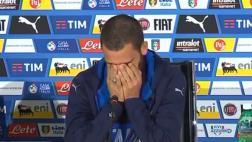 Defensa italiano se quiebra en conferencia al hablar de su hijo