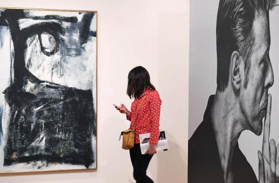 Leyenda en casa: subastarán obras de arte de David Bowie