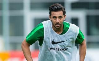 Claudio Pizarro acelera su recuperación para debutar con Bremen
