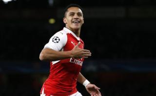 Arsenal: sublime golazo de 'sombrerito' de Alexis Sánchez
