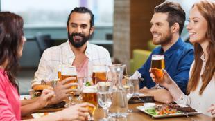 ¿Cómo acompañar tus platos con cada tipo de cerveza?