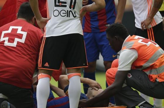Barcelona: Iniesta y las dolorosas imágenes de su lesión