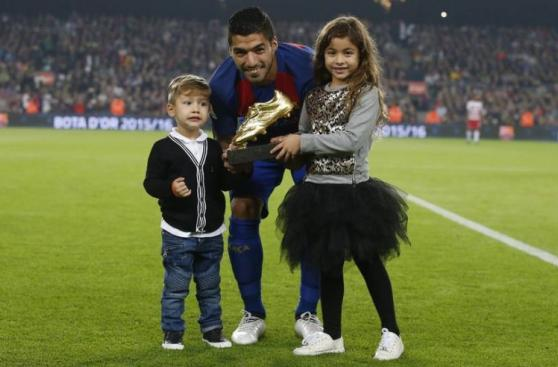 Luis Suárez: así presentó su Bota de Oro en el Camp Nou