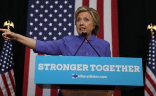 """Hillary Clinton sobre correos: """"No nos distraerán"""""""