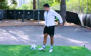 Luis Suárez y su magistral control de un balón desde 35 metros