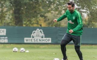Claudio Pizarro alista su debut con Werder Bremen en Bundesliga