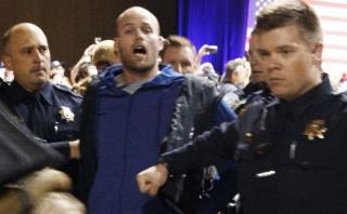Manifestante detenido en mitin de Trump es republicano