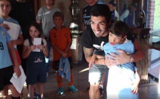 Luis Suárez sorprendió a niño enfermo en concentración uruguaya