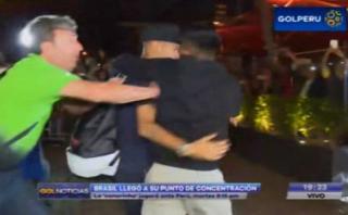Selección: Brasil arribó a Lima y Neymar tuvo incidente [VIDEO]