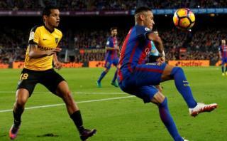 Neymar humilló a rival con este espectacular 'sombrero' [VIDEO]