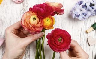 Aprende a hacer una bella guirnalda floral en casa