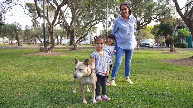 Perro adoptado sumó más armonía a este hogar