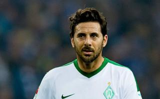 Pizarro: remate al palo que impidió su primer gol en Bundesliga